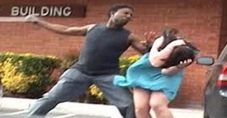 Este joven golpeó a su novia y mira lo que recibió a cambio
