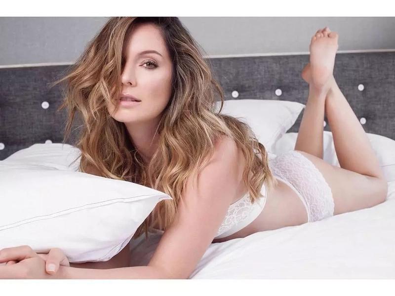 ¡Ops! Claudia Bahamón dejó ver accidentalmente sus nalgas en Instagram