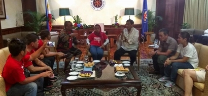 LOOK! Duterte holds meeting with militant leaders after SONA