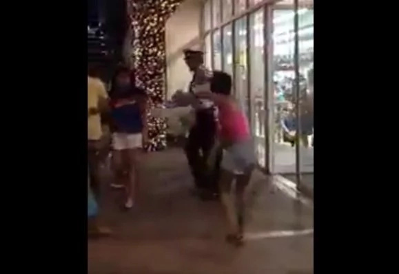 Street children act violently against security guards