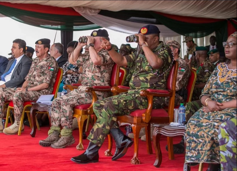 Ruto says Kenyans are scared of Uhuru in military regalia