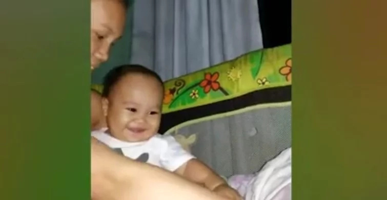 Cute baby made netizens fall in love with his laugh