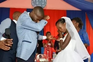 Bride in the KSh 100 wedding couple spotted in YELLOW slippers and this woman is hating (photos)
