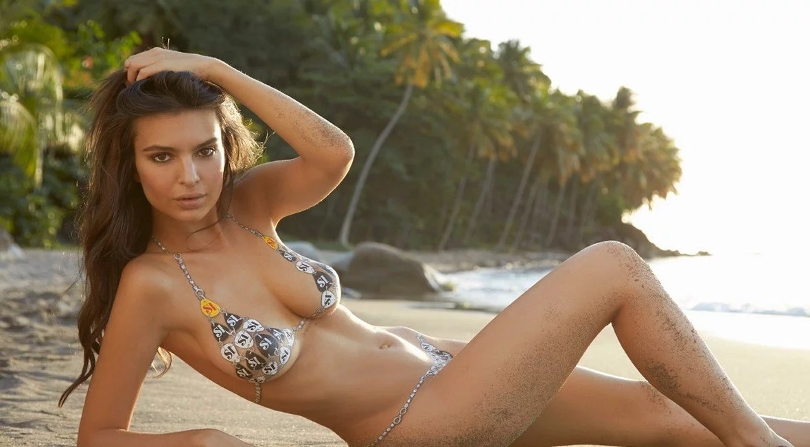 Watch awesome video of Emily Ratajkowski getting her ass grabbed!
