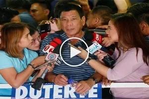 Humble Duterte surprises journalists by urging them to criticize him