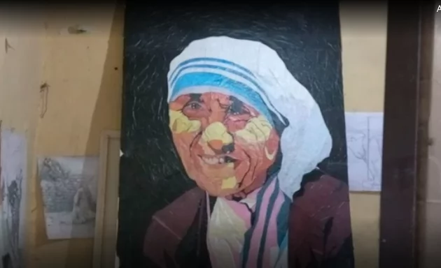 They create paintings from plastic bags. Photo: BBC Africa