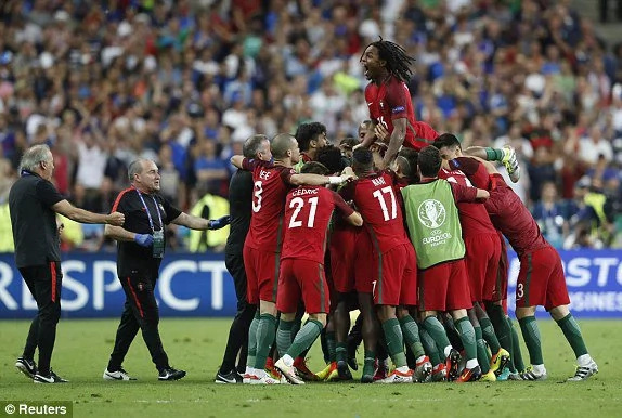 Eder strikes to win Euro 2016 for Portugal