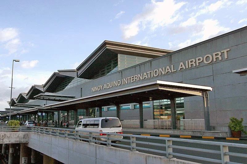 DOTC chief Arthur Tugade apologizes for NAIA mishap
