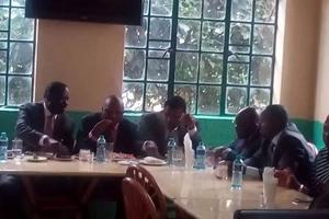 Raila Odinga, Moses Kuria and the Pangani five meet over ugali and fish (photos)