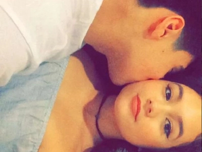 Albie Casiño snaps scandalous photo with model gf in bed