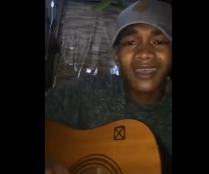 Talented Pinoy wows netizens with emotional version of 'Can't Help Falling in Love'