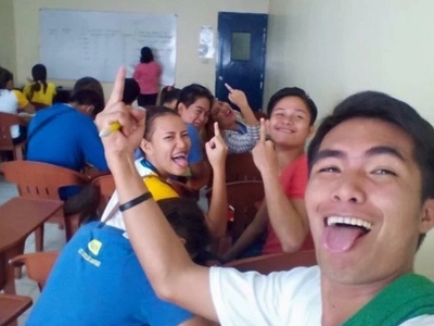 Netizens enraged by this offensive photo of STI students
