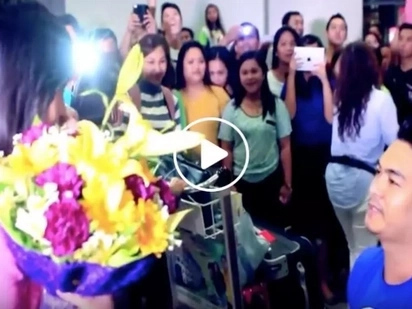The reason behind this Pinoy's airport proposal will prove that love knows no time