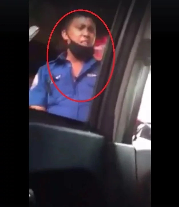 Manila traffic enforcer caught extoring money from motorists