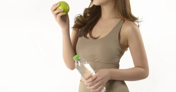 Lose Water Weight Fast and Safely: 7 Effective Ways