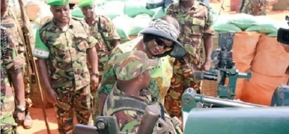 General Mwathethe CS Omamo surprise KDF soldiers in warzone (photos)