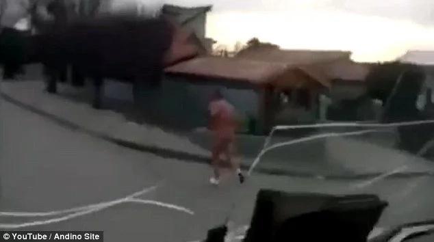 Hombre corre desnudo tras ser atrapado en una infidelidad