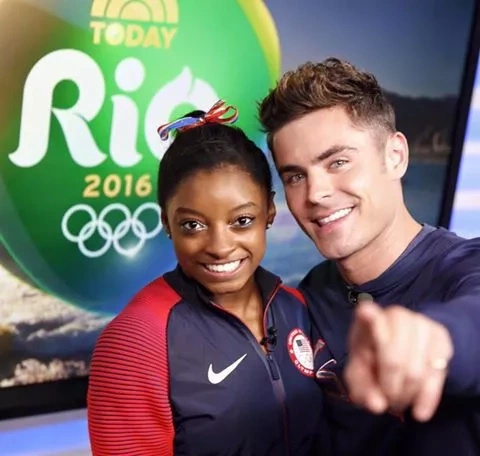 Zac Efron viajó a los Juegos Olímpicos por la gimnasta Simone Biles