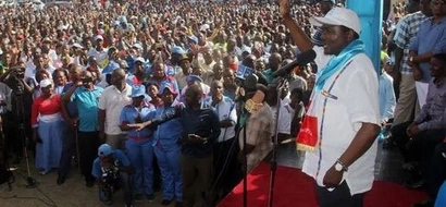 Blow for Jubilee Party as 200 members defect to Kalonzo Musyoka's party