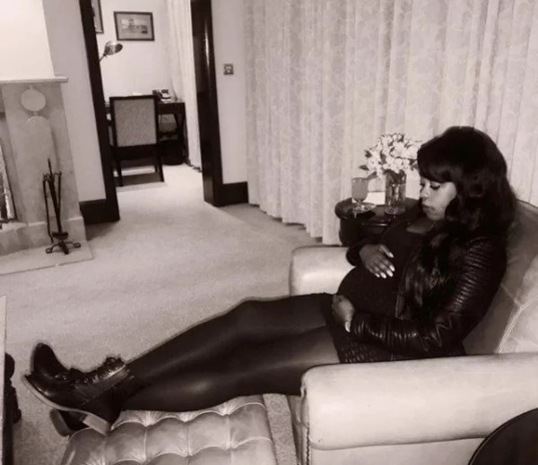 0fgjhs15l3a902o20g.fa1a562e - Citizen TV's Lilian Muli dresses her bulging baby bump in short dress, fish-net tights and she looks hot AF