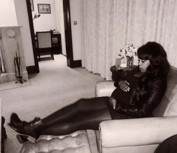Mtangazaji wa Citizen TV Lilian Muli anavutia sana licha ya kuwa na mimba(picha)