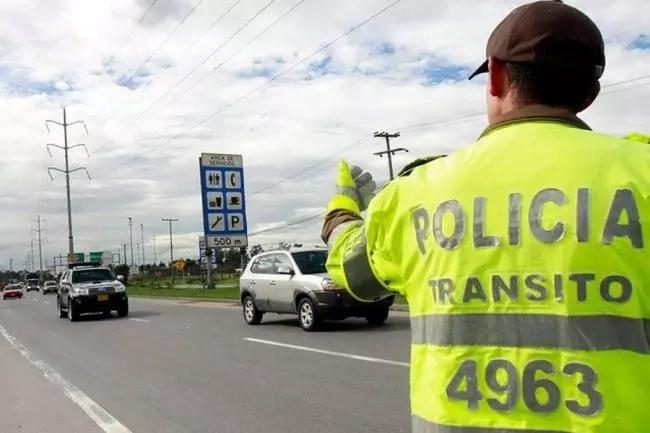 Agentes de la policía usan google para encontrar antecedentes de ciudadanos