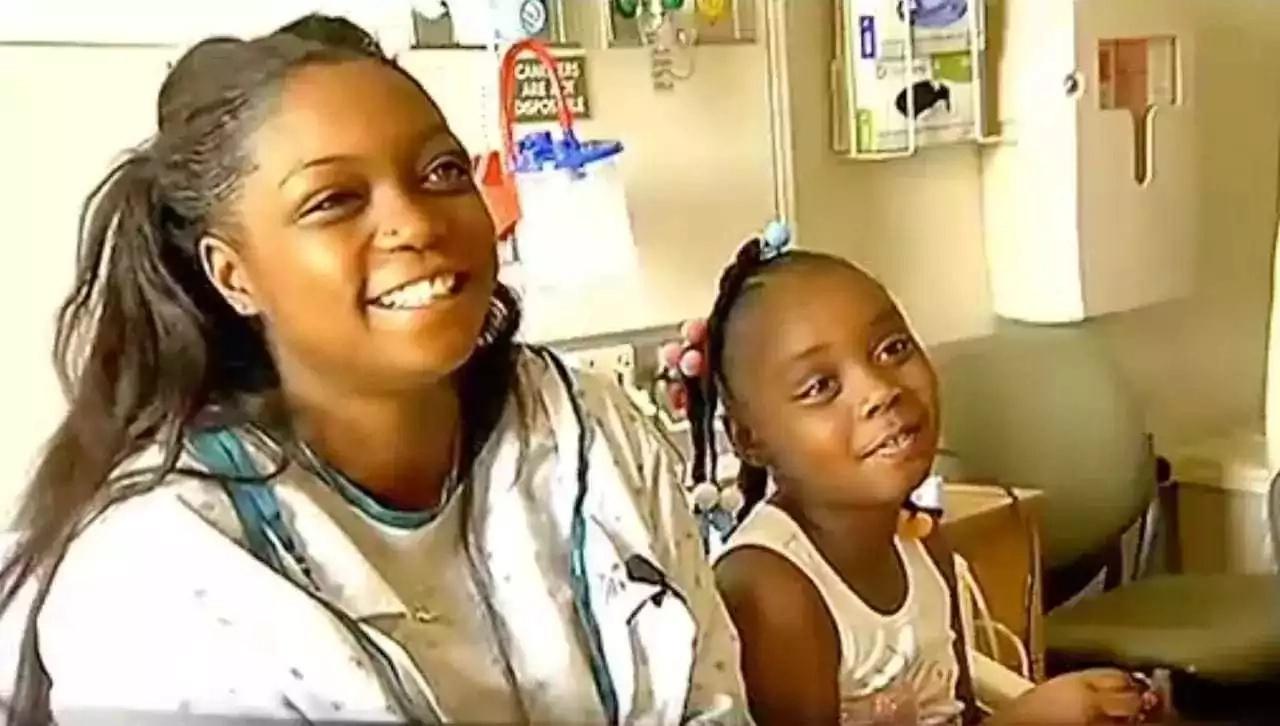 Msichana wa miaka 6 ageuka MKUNGA na kumsaidia mamake kujifungua