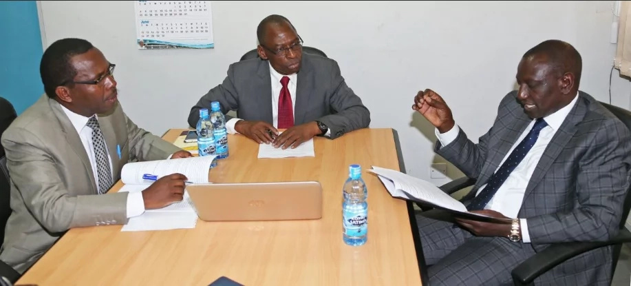 William Ruto presents his thesis to directors at UoN