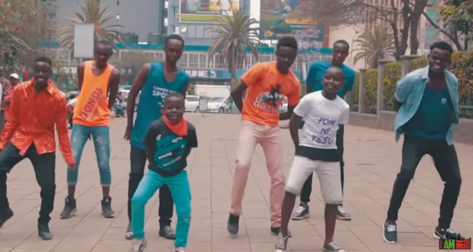 This Hilarious video of choir singers remixing hit song Bazokizo will make you ditch your seat