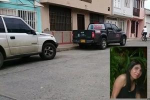 Una mujer lesbiana fue torturada y empalada, pero aún está viva