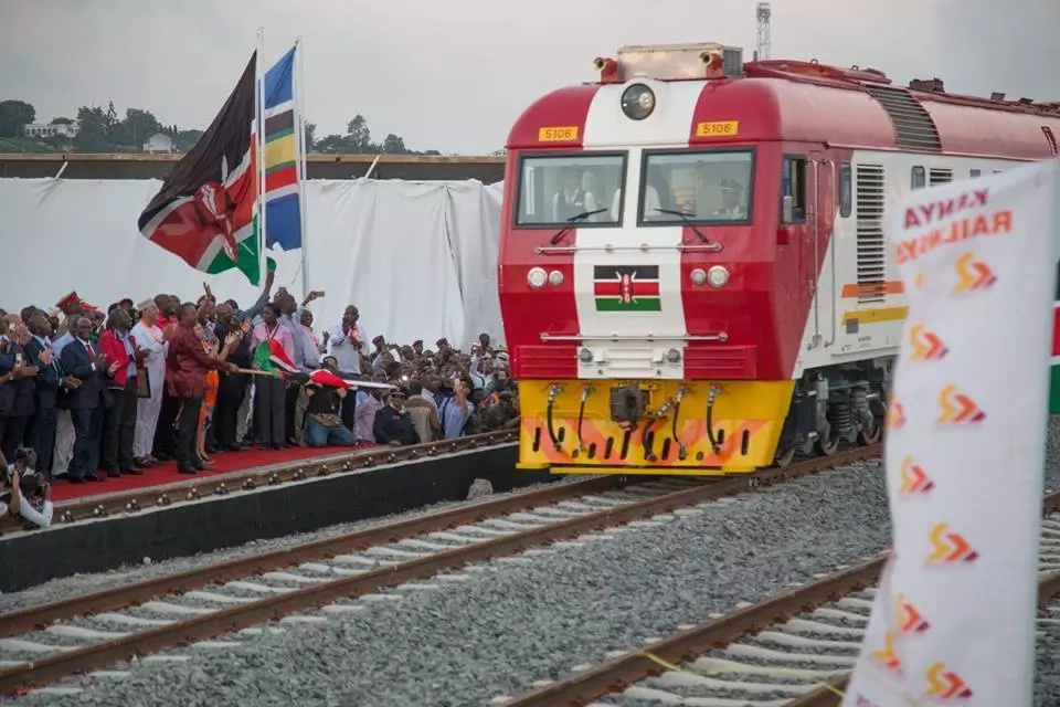 Police forced to intervene as passengers cause mayhem in SGR train over food (photo)