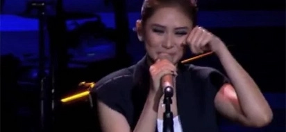 Sinong may sala? Sarah G. cries during concert for very ridiculous reasons
