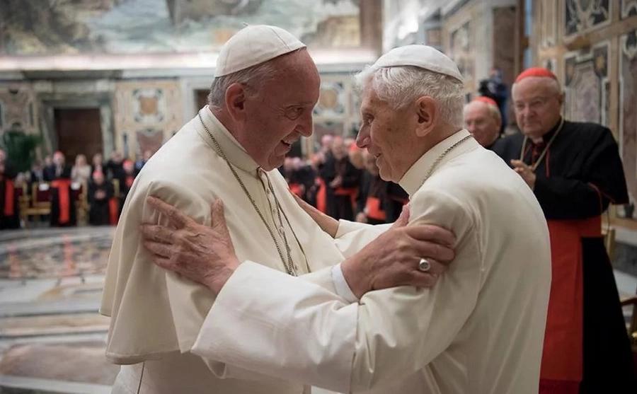 Pope Benedict XVI and Pope Francis exchange praises