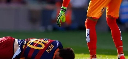 Blow To Barcelona As Messi Suffers Knee Injury