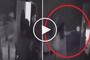 Babaeng action star! Brave woman with deadly gun open fires on dangerous robbers