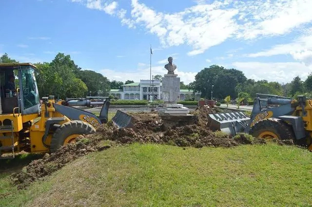 Cagayan governor wants Enrile statue in capitol removed