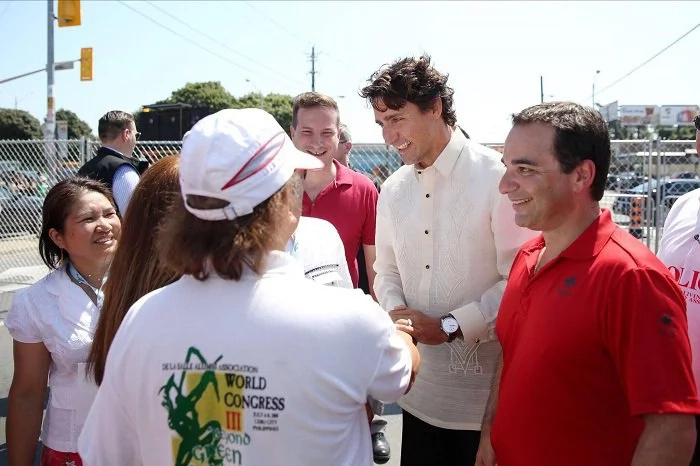 Justin Trudeau joins a gathering of Filipino Canadians