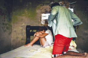 Abusó de sus hermanastras y su madre tuvo que practicarle un aborto a una de ellas