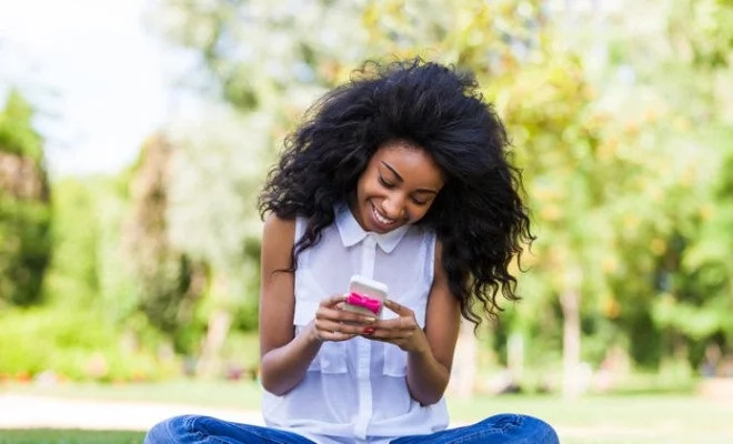 Kenyan ladies reveal why they hide their 'last seen' on Whats app