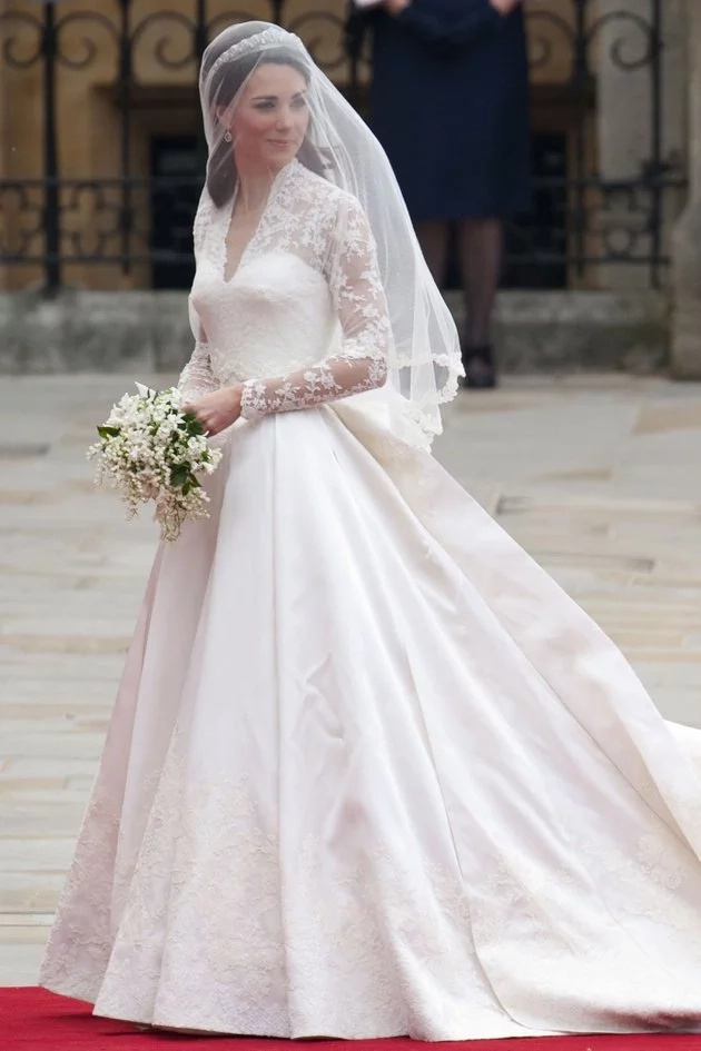 Magkahawig nga! Anne's wedding dress resembles the gown of Kate Middleton