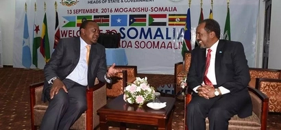 Uhuru goes to Somalia days after the country banned miraa from Kenya (photos)