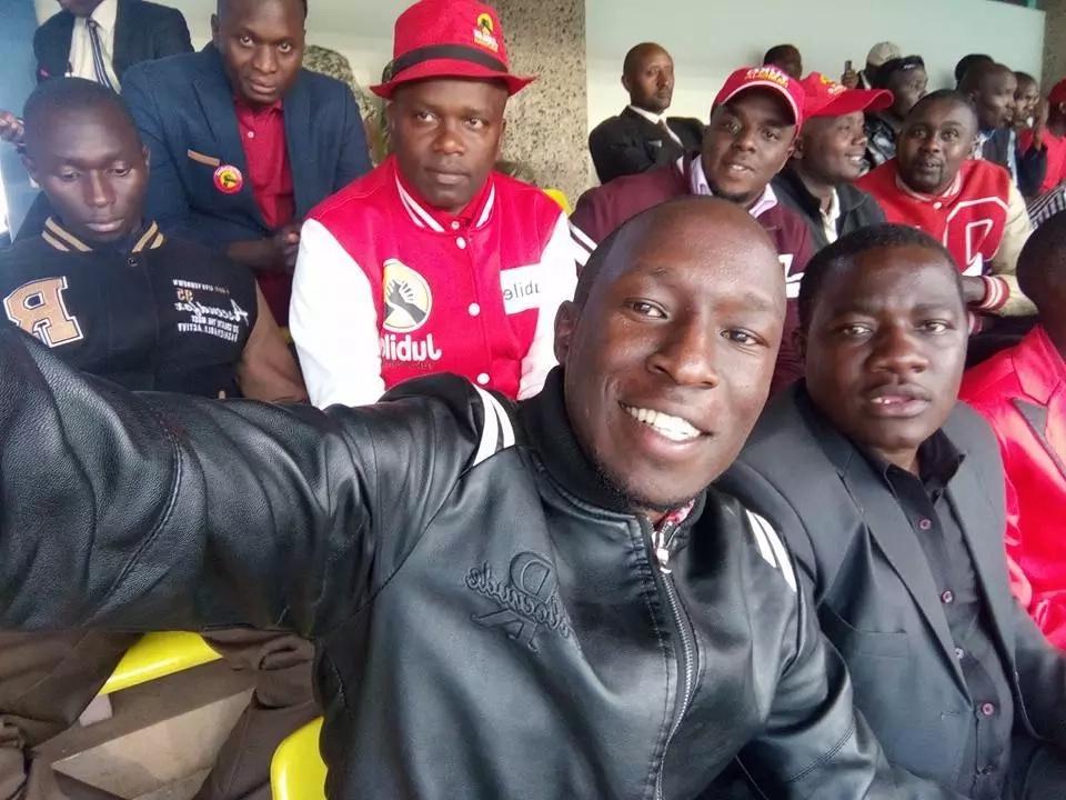Thousands of Kenyans paint Kasarani red ahead of Uhuru's inaugration