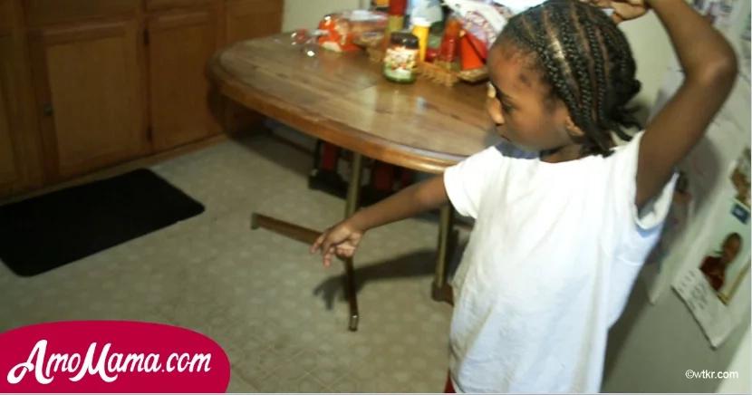 Madre se cayó inconsciente en el piso de la cocina, solo estaba el hijo pequeño para ayudarla...