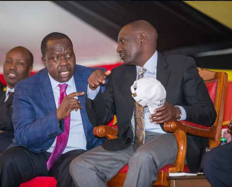 Kisiis dancing to Raila after being paid to attend Uhuru's event