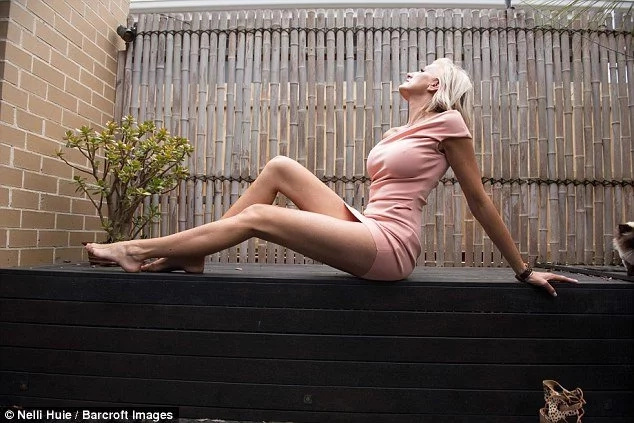 Meet woman who challenges world's longest legs title with her 130cm legs (photos)