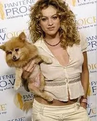 Paulina Rubio trata a sus mascotas como de la realeza