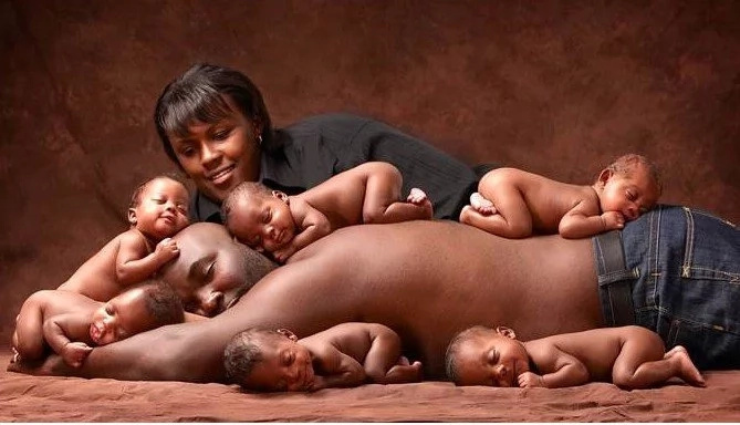 6 years later, sextuplets recreate viral photo that made them famous. And it's AWESOME