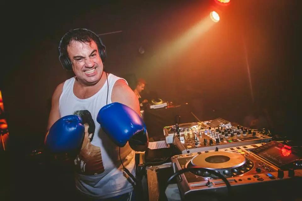 Muere DJ Patín, momentos después de terminar su show en La Batalla de los Clásicos