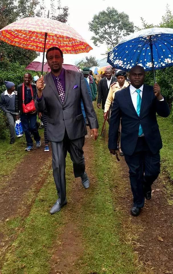 MASHETANI sugu WANG'OLEWA katika ngome ya Uhuru na mchungaji kutoa maelezo. Pata uhondo
