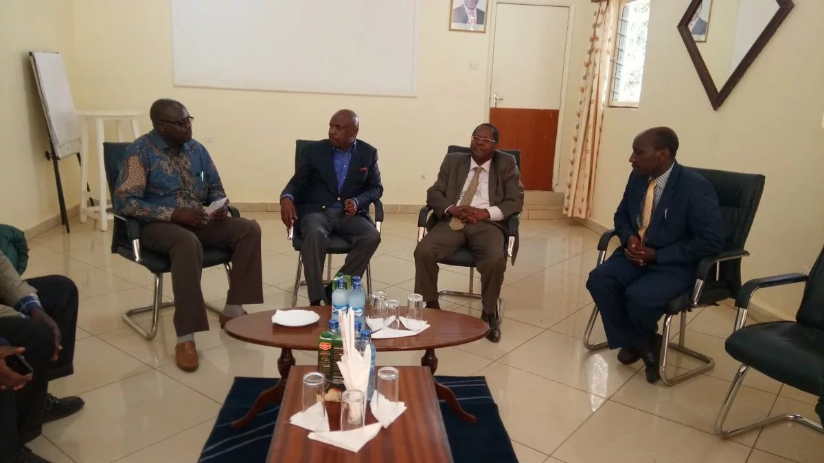 Jubilee governor meets Moi amid defection to KANU rumours